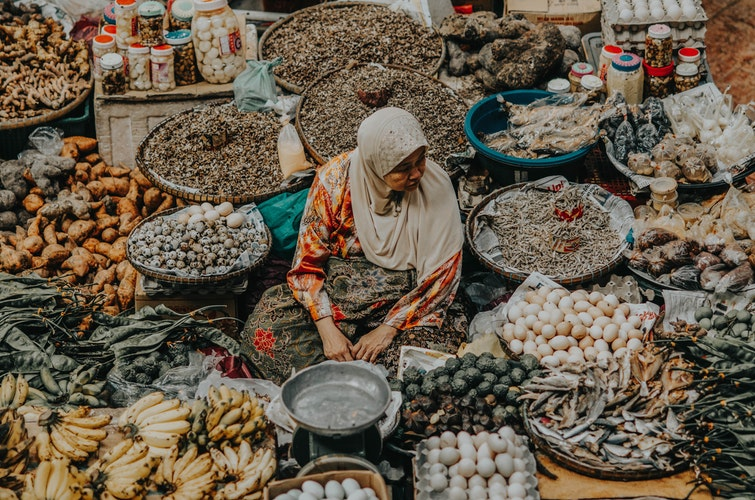 Market, woman, food, fruit, culture, wanderlust, travel, responsible travel, other countries, another country, travelling abroad