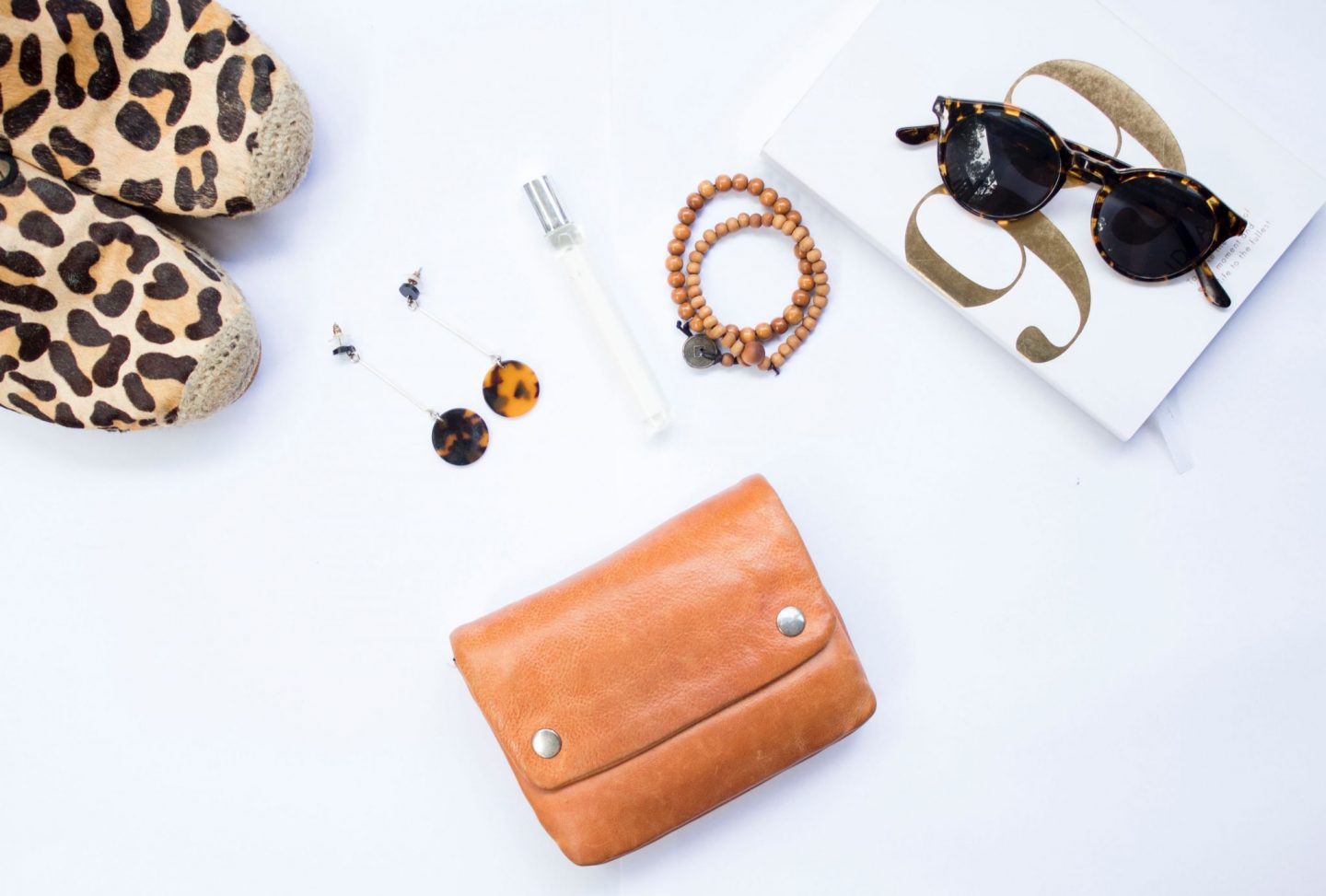 fashion, summer, beach, travel, travel essentials for a city trip, 2019, packing tips, travel diaries, wanderlust, sunglasses, shoes, flatlay