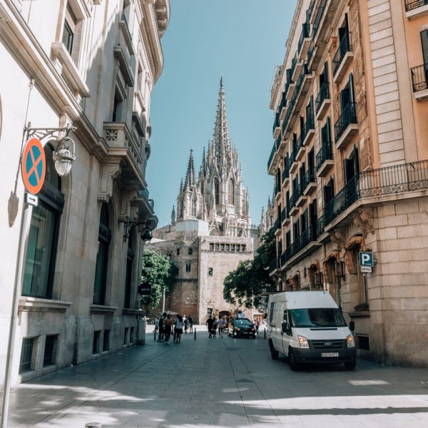 5 reasons why you should visit barcelona, city trip in spain
