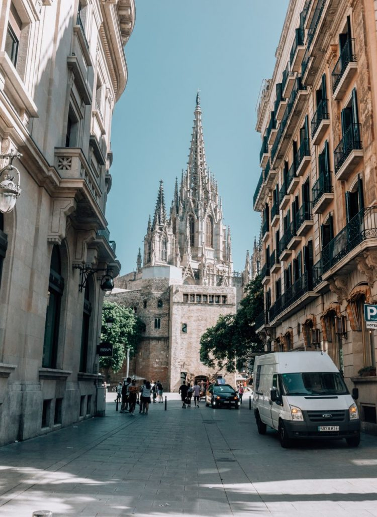 5 Reasons Why You Should Visit Barcelona