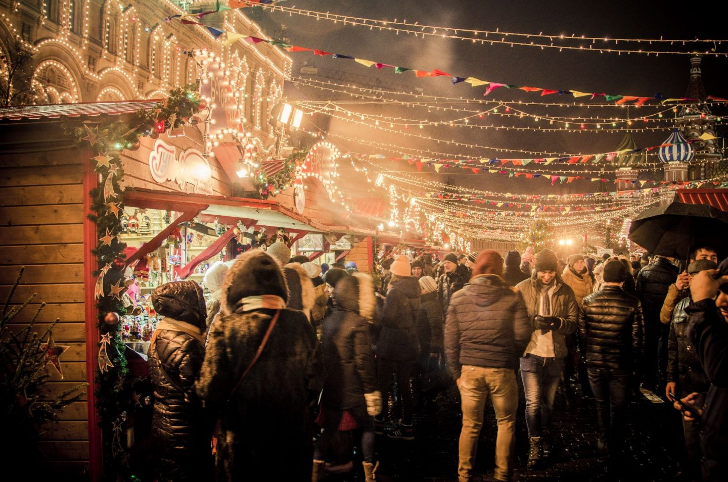 christmas market, christmas lights, where to go during christmas, the best european cities to visit during christmas, holiday season, travel, city trip