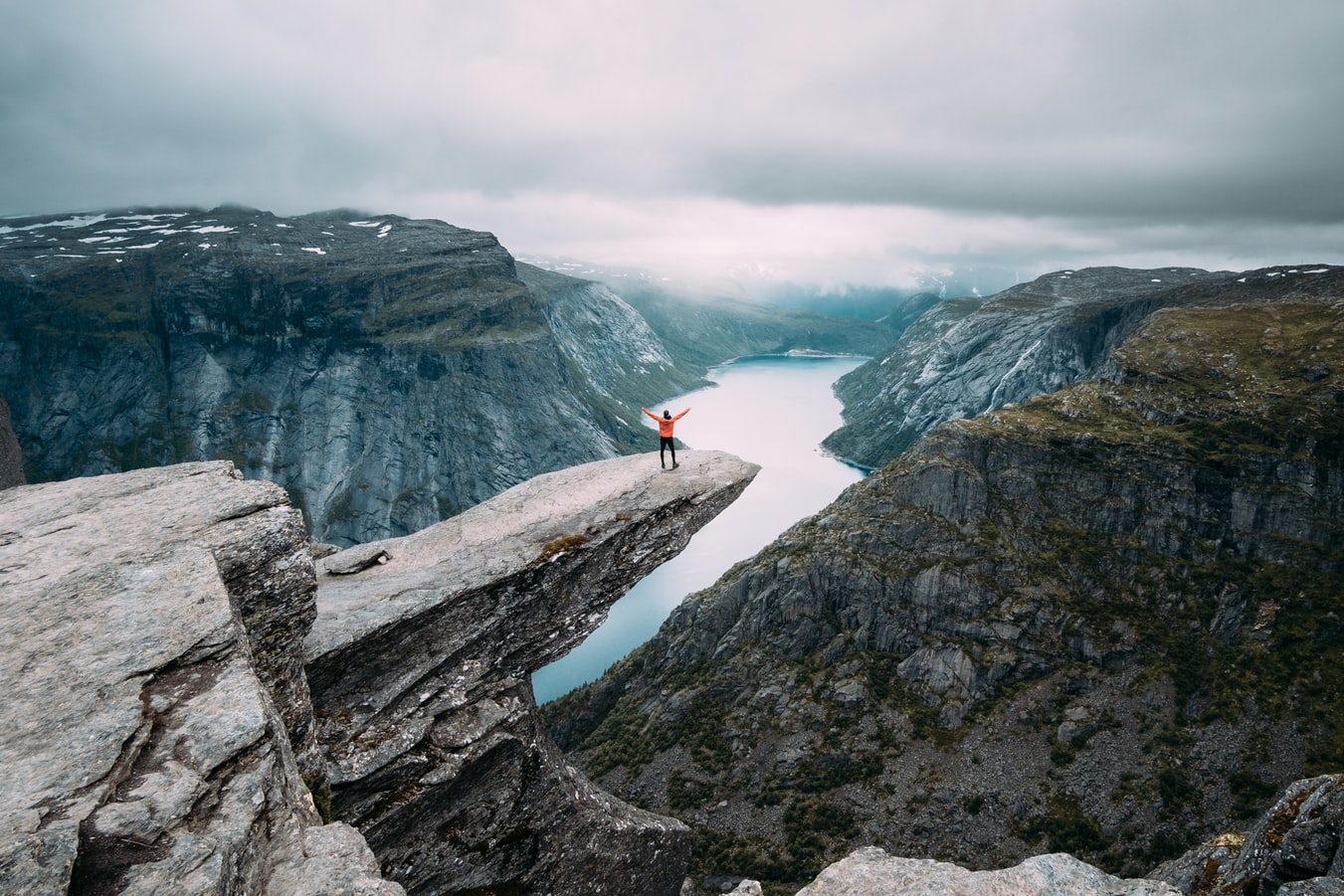 view point in norway, sustainable travel, eco friendly, responsible travel, 8 tips on how to choose an eco-friendly hotel, where to go, where to stay, tips, travel tips