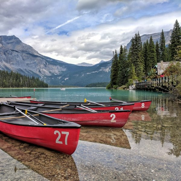 lake in canada, sustainable travel, eco friendly, responsible travel, 8 tips on how to choose an eco-friendly hotel, where to go, where to stay, tips, travel tips