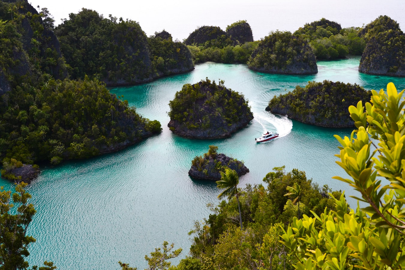 raja ampat islands, indonesian islands to visit, islands in indonesia, indonesian islands map, indonesian islands list, how many islands in indonesia
