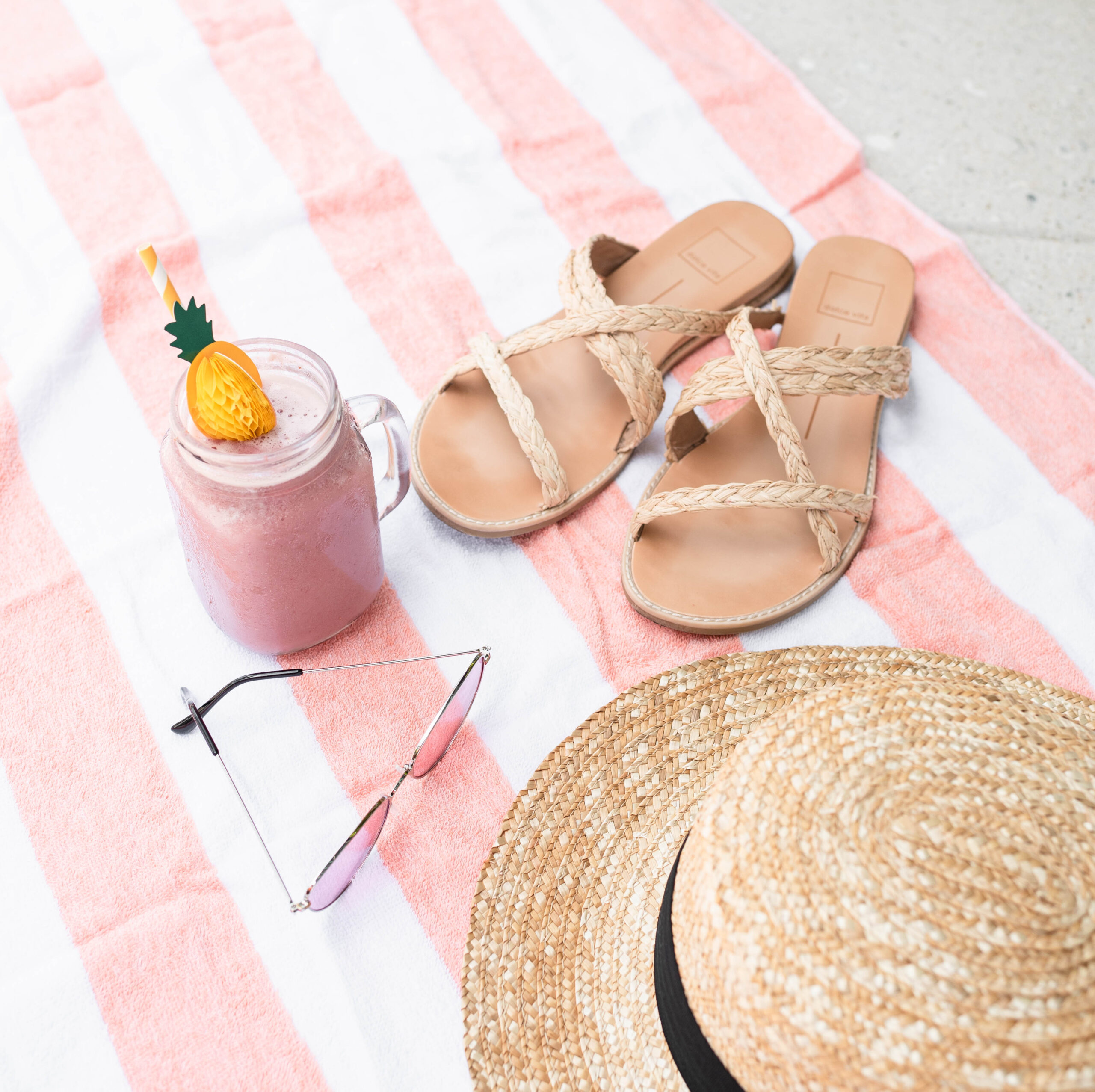 summer loook, slippers, smoothie and a hat, life update about moving, graduating and freelancing