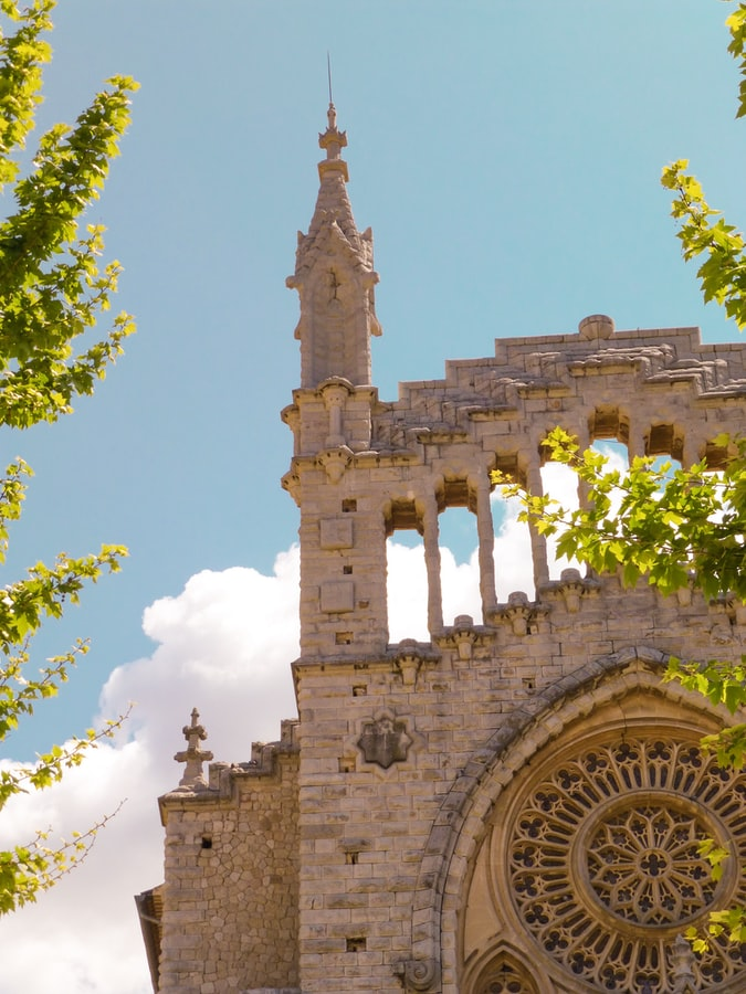 a gorgeous building in mallorca, cathedral or church, reasons to visit mallorca, spanish island