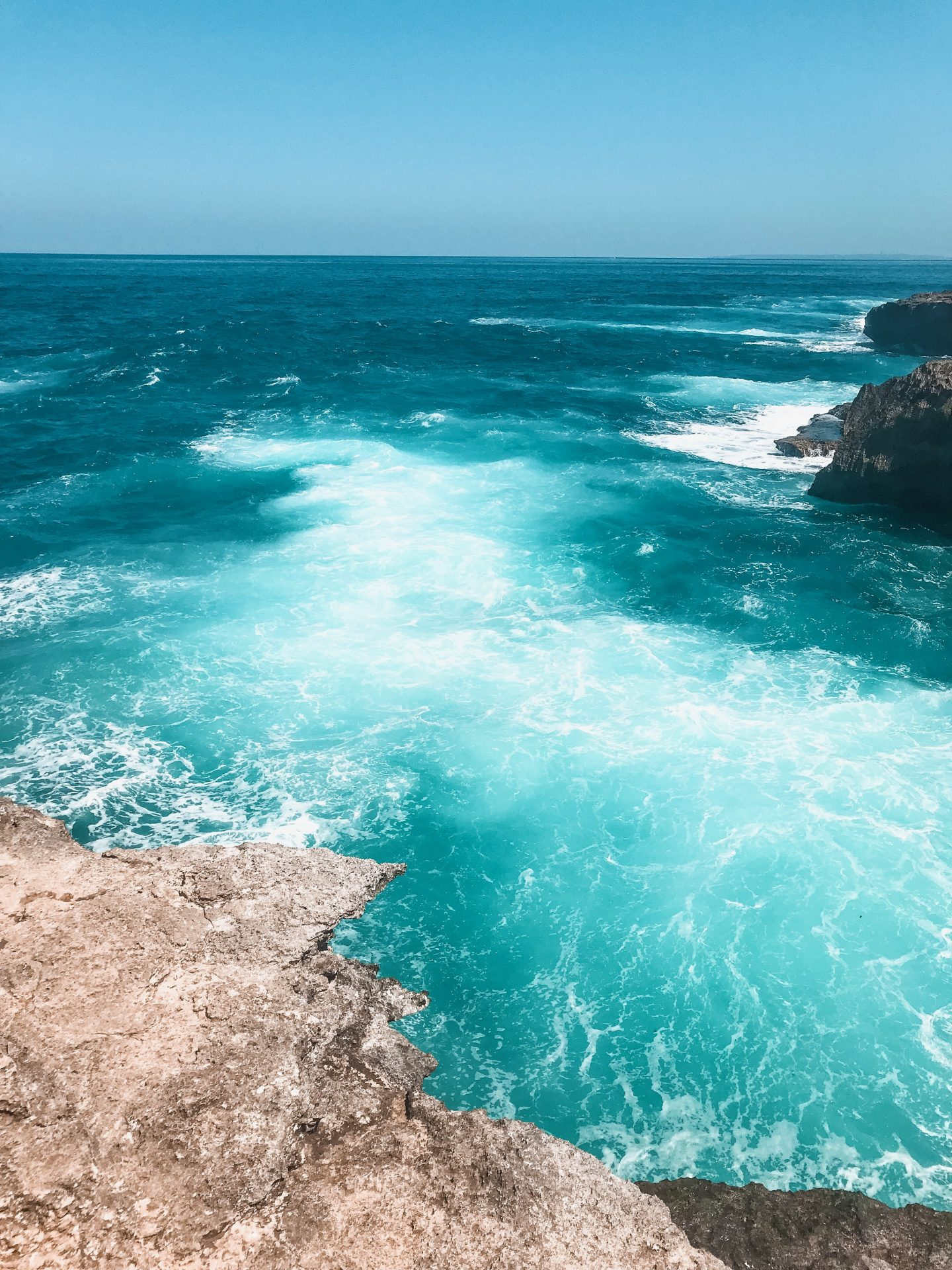 the blue lagoon on nusa ceningan, crystal blue water with an amazing view in bali