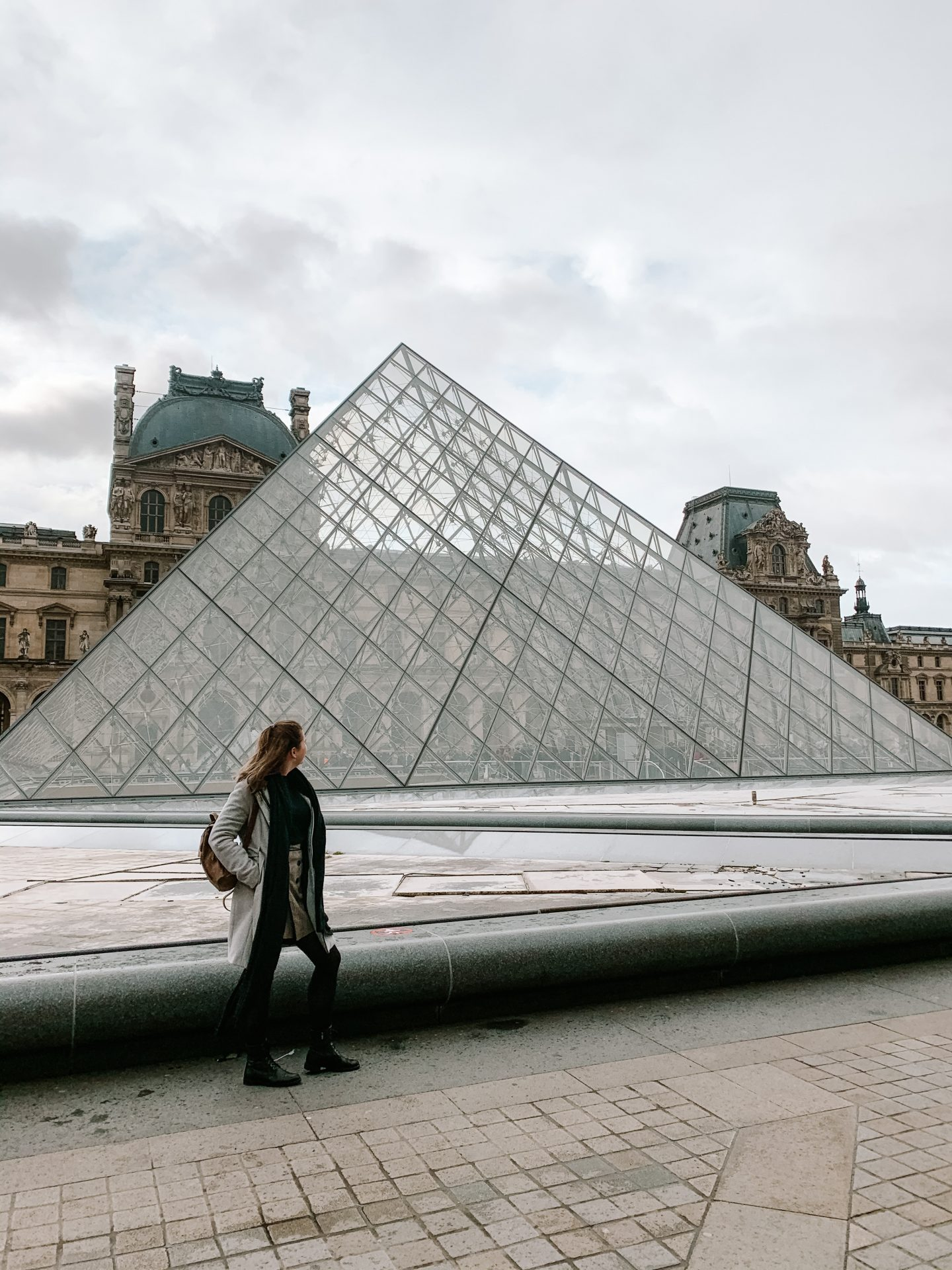 girl in front of the louvre in Paris, paris city trip