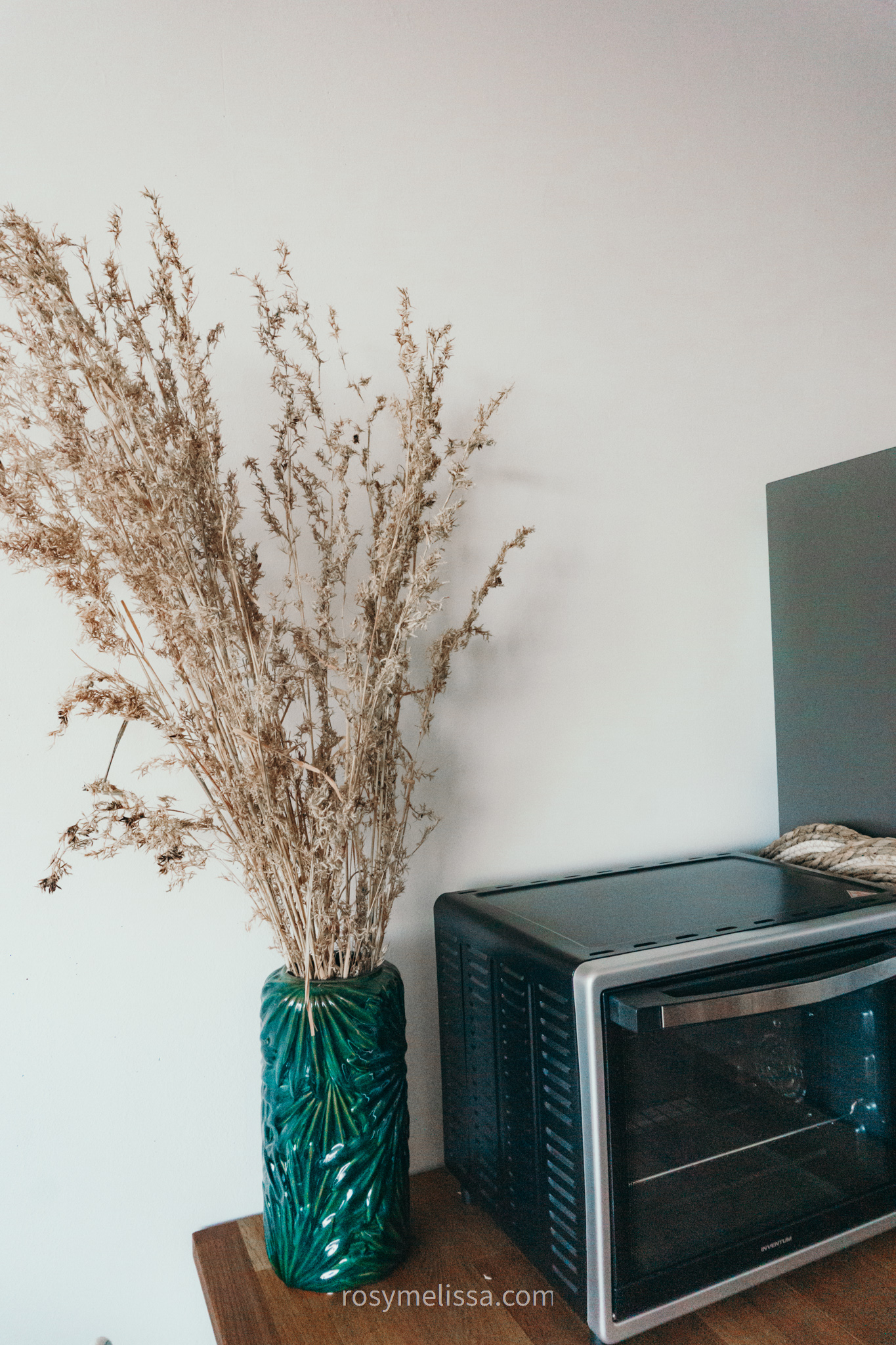 detailed shot of dried flowers in the kitchen, kitchen decoration