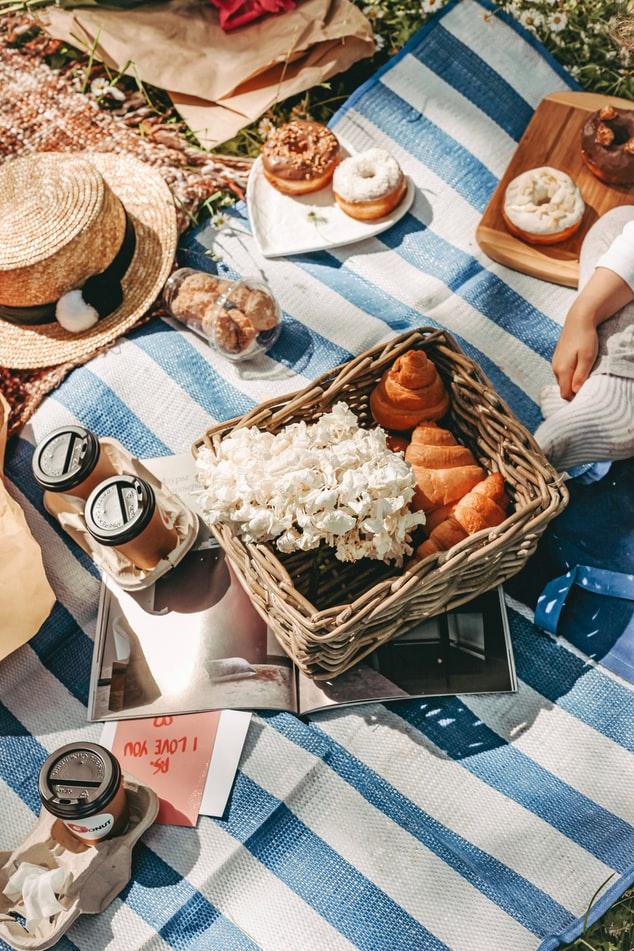 inspiration to have a backyard picnic